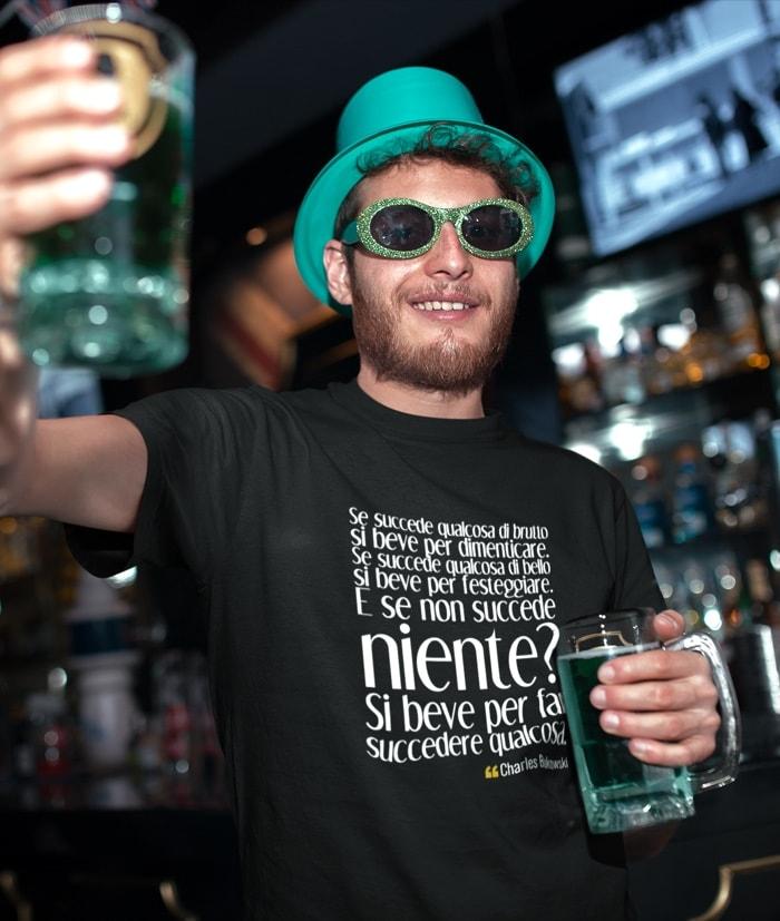 T-Shirt – Si beve perchè – Charles Bukowski