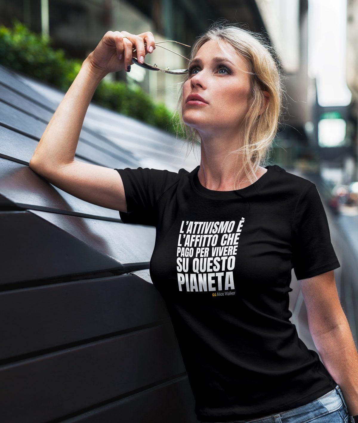 L'attivismo è l'affitto che pago T-Shirt
