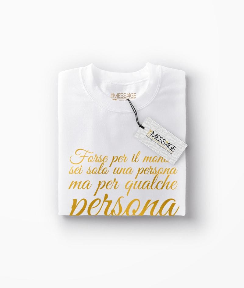 Forse per il mondo sei solo una persona – T-Shirt