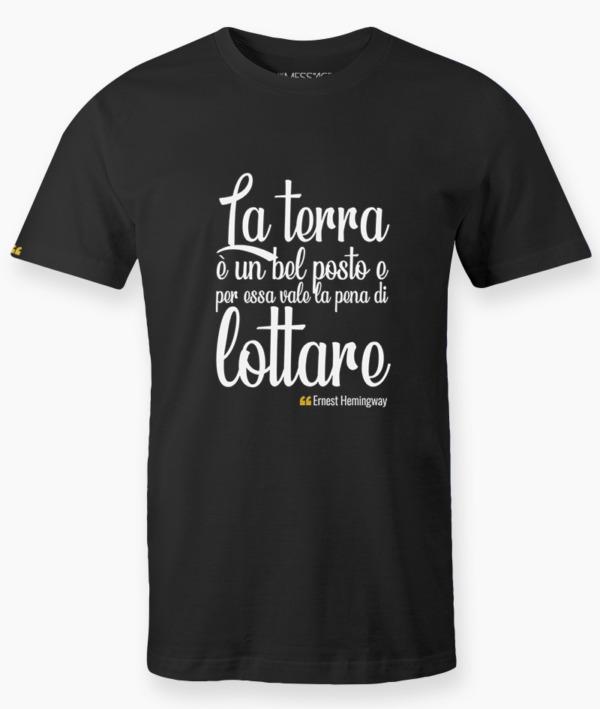 T-Shirt – La terra è un bel posto – Ernest Hemingway