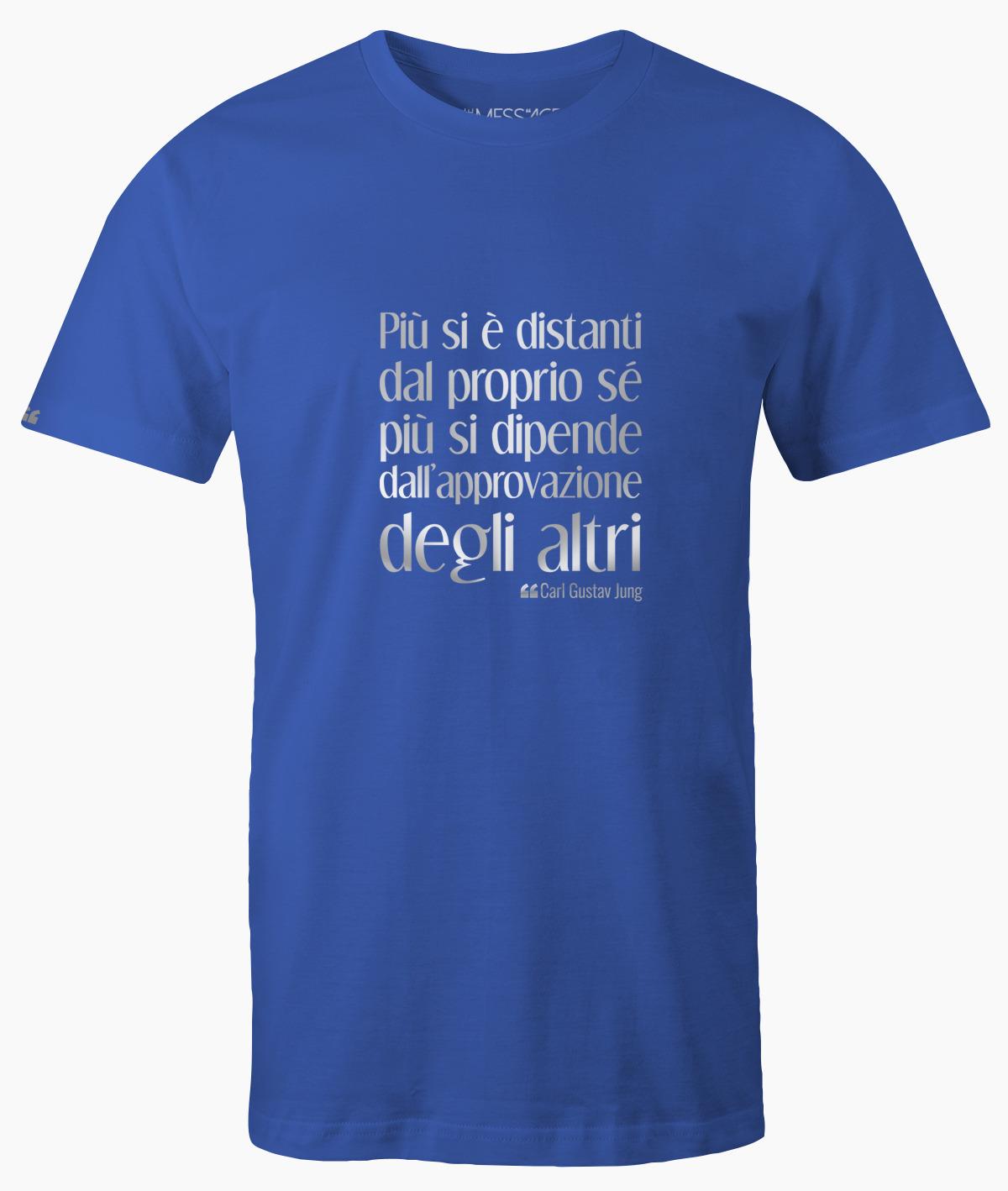 Più si è distanti dal proprio sé – Carl Gustav Jung T-Shirt