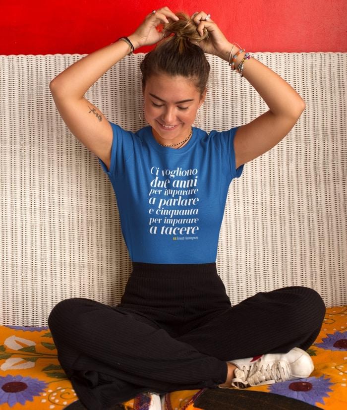Ci vogliono due anni per imparare a parlare – Ernest Hemingway T-Shirt