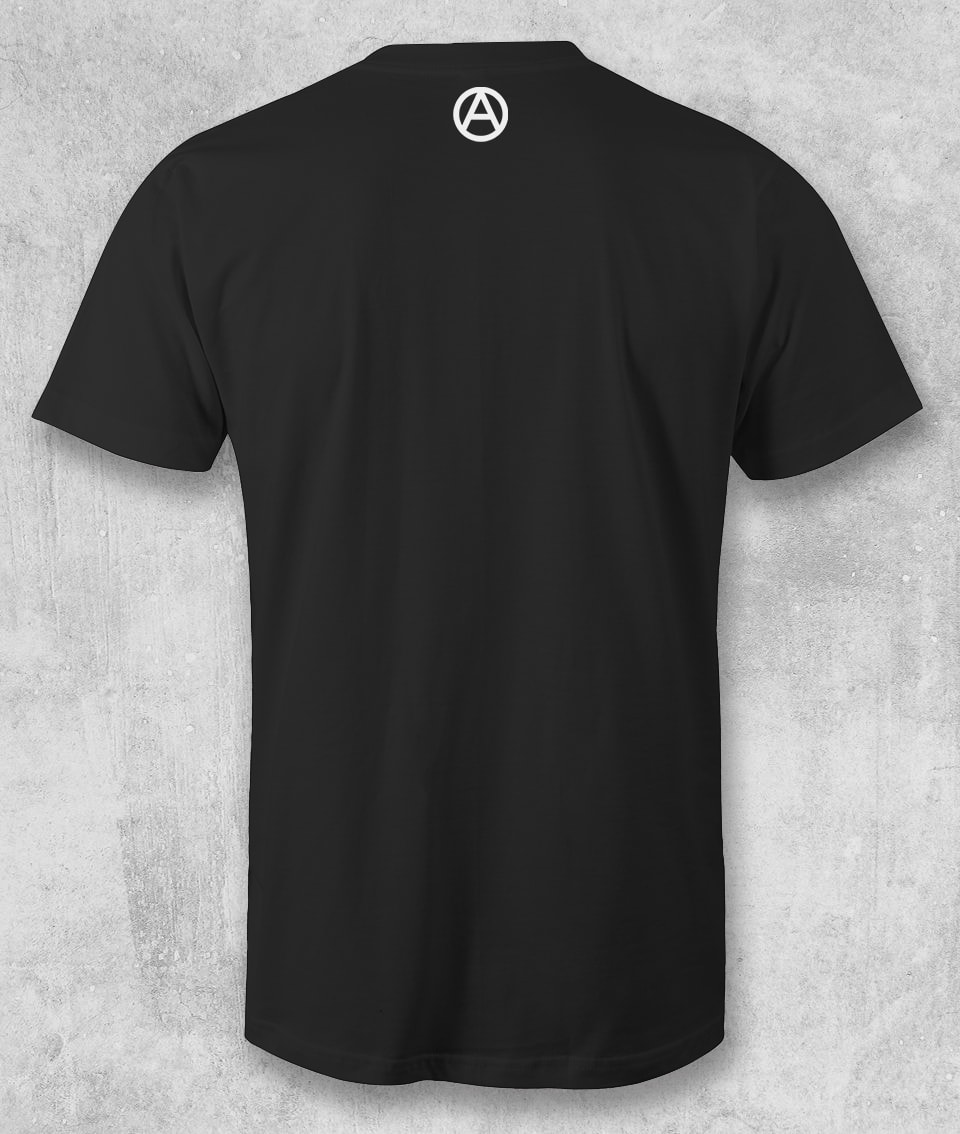 Disse il re al prete: tu tienili stupidi che io li tengo poveri – T-Shirt